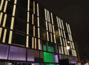 iluminación fachada hotel