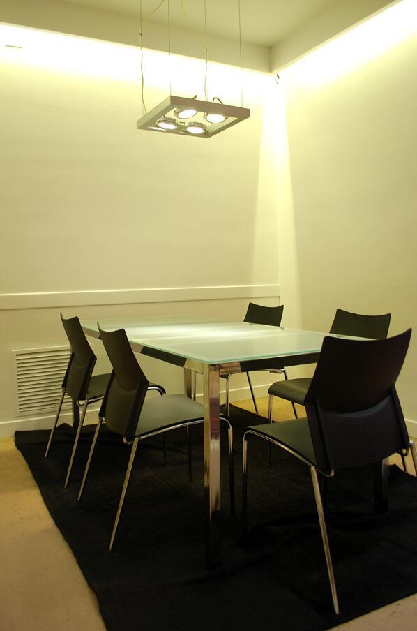 Iluminaci n oficinas iluminaci n outside tech light for Iluminacion led oficinas